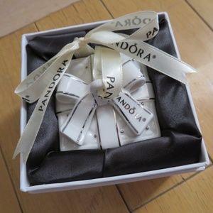 Pandora Ornament- White Present